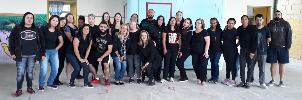 Imagem de #ExigimosRespeito Professores andreenses vestem preto em solidariedade à docente agredida em uma rede social