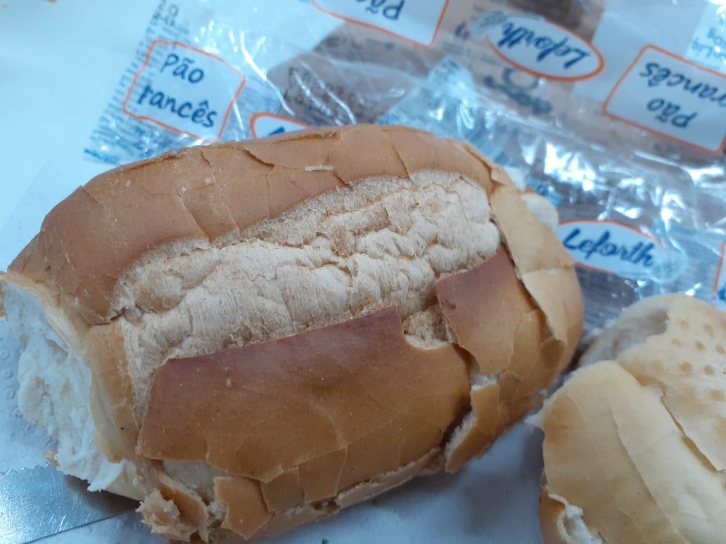 Imagem de Descaso: Fabrinq e Secretaria de Manutenção distribuem pães velhos para servidores