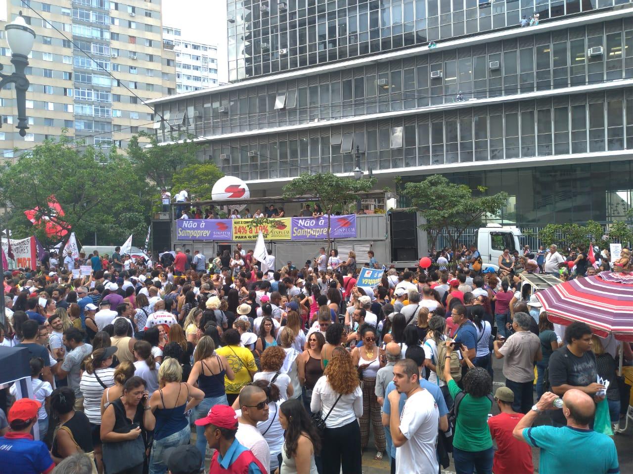 Imagem de Municipais de São Paulo protestam contra PL 62/2016 que cria Sampaprev