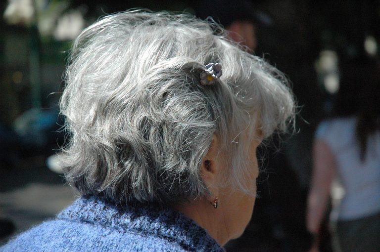 Imagem de Mulher idosa, a pensão por morte e a reforma da Previdência